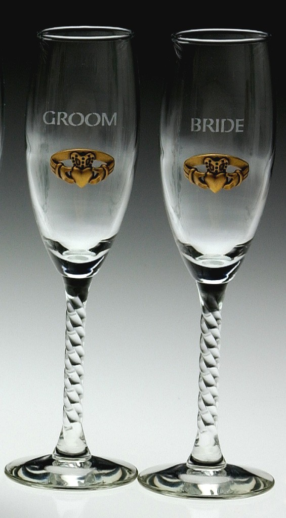 Irish Champagne Flute Glasses Bride and Groom Gold Pewter Claddagh Emblem